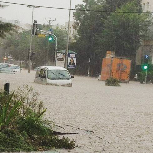 I can't believe this is actually happening right now near my house!!! #rain #storm #rainstorm (Via Eytan Ofek) #yedioth