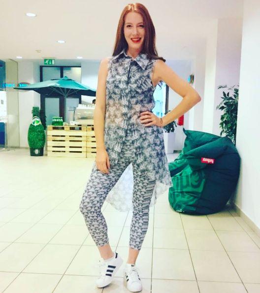 leggings, long blouse Mirka Lipert Fashion Designer shoes Adidas Superstar hair Franck Provost Česká Republika
