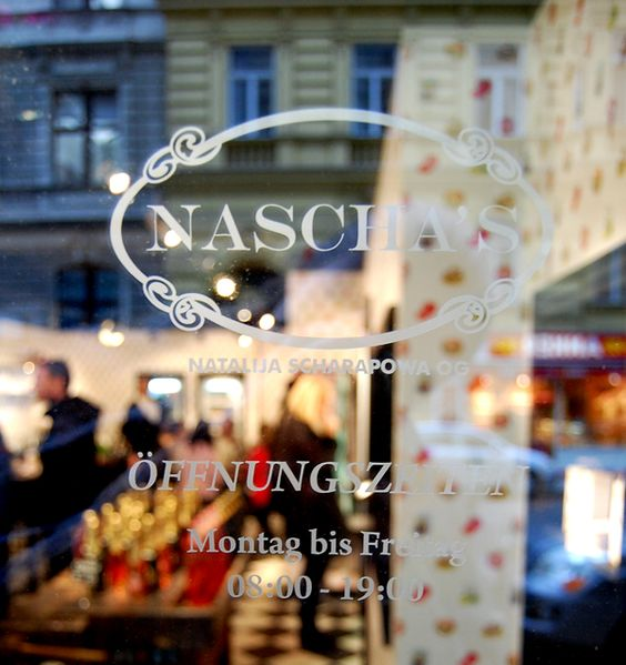 """Das Grätzel rund um die Wiener Votivkirche (Nähe Hauptuniversität, Schottentor) ist um eine kulinarische Attraktion reicher. Bei """"Nascha's"""" gibt es Cupcakes, Eclairs, Quiche, Sala…"""