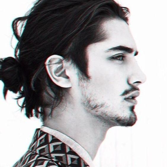 黒髪ロングパーマで一線を画す大人の男を演出|手入れ&セットの方法〜おすすめヘアケア用品までご紹介
