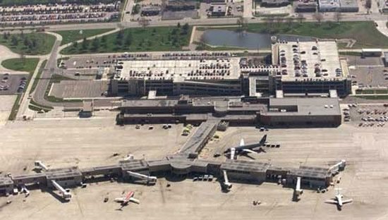 Des Moines Intl Airport Iowa Airplanes Airports Airlines - My flight to des moines