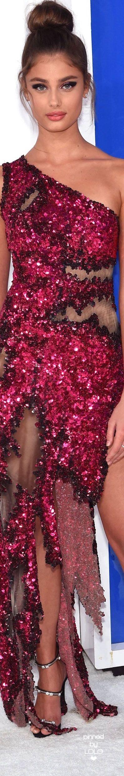 Taylor Hill in Moschino 2016 VMA's   LOLO❤︎