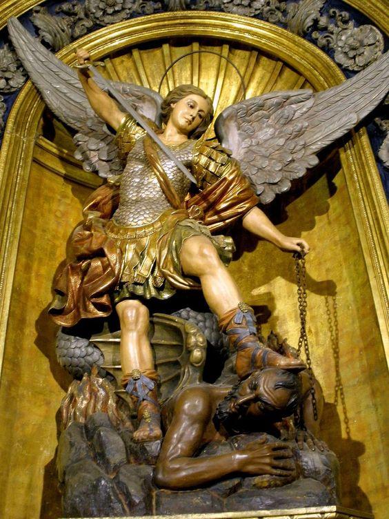 Representación de San Miguel Arcángel peleando y venciendo al Diablo, en la Basílica de la Merced (Barcelona)