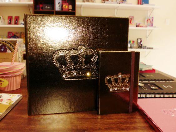 Álbum de fotos e caderneta metalizados e com cristais
