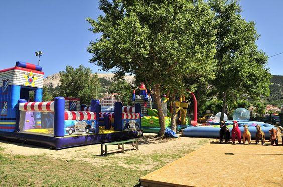 Kinder finden am Camping Zablace ausreichend Möglichkeiten zum Spielen. Rund um den Campingplatz liegen Spielparks, teilweise mit Eintritt.