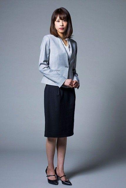 スーツ姿の加藤綾子