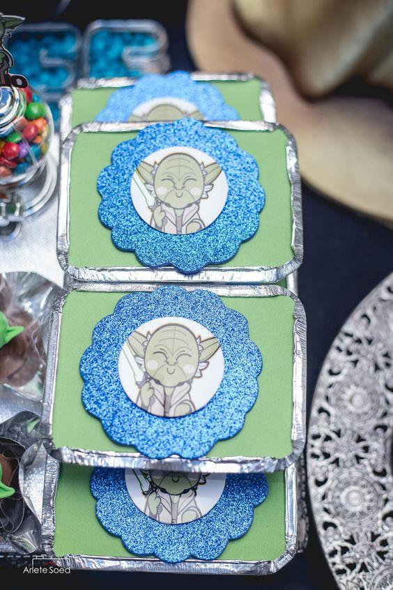 Este foi o aniversário de 4 ano do pequeno ''Emilio Vader'' o fabuloso Emilinho, ele é apaixonado pela saga de Star Wars e seu maior fã é o Darth Vader. Fotografia: Arlete Soed Fotografia © 2016 Belém - Pará Festa infantil, bolo, doces, star wars, princesa léa, 4 anos.