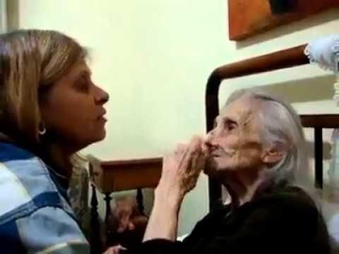 Como tratar sua mae idosa.