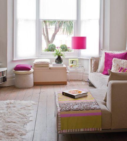 Salon girly / Girly livingroom : http://www.maison-deco.com/salon/deco-salon/Des-salons-pour-tous-les-styles