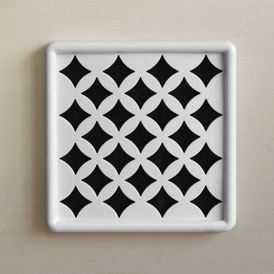 #Venezia #griglia #areazione in #gres #ceramica #design  Durevole nel tempo Facile da pulire Semplice da installare Permette una riduzione dell'umidità Consente un maggior isolamento acustico Passaggi a norma ISO 5219 – UNI 8728 – UNI CIG 7129. #grigliedecorative #AirDecor www.fuoridesign.it #fuoridesign