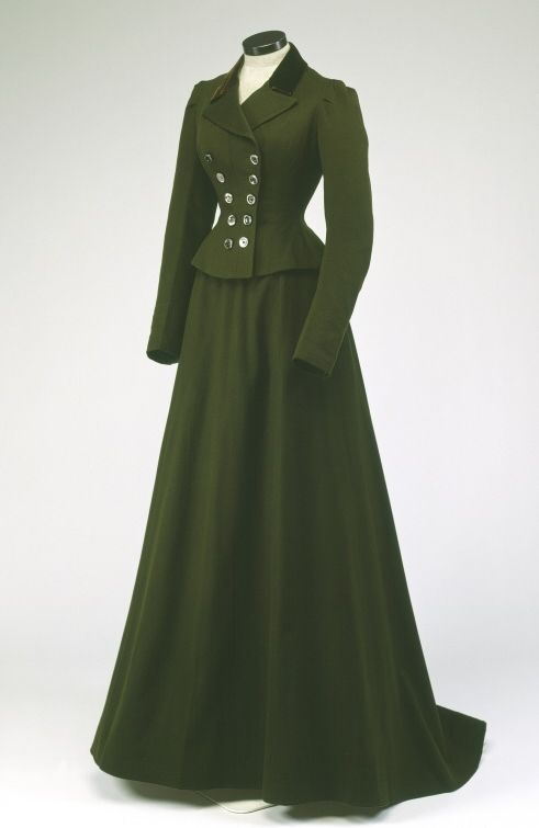 Riding Habit, 1900 victorian dress gown costume #timetravelcostumes @TimeTravelStyle. Love the green and style.