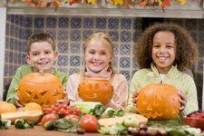 Halloween_Ideas_Pumpkin_carving_party