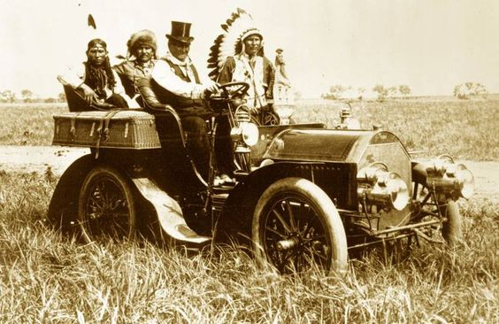Photo : Steampunk Tendencies | Geronimo in a 1904 Locomobile Model C, taken at the Miller brothers' 101 Ranch, located southwest of Ponca City, Oklahoma, USA (11 June 1905) #History #Geronimo #Locomobile