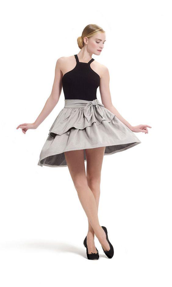 O guarda-roupa REPETTO.  Pela primeira vez, a Repetto apresenta uma coleção pronto-a-vestir inspirada nas roupas de bailarina.