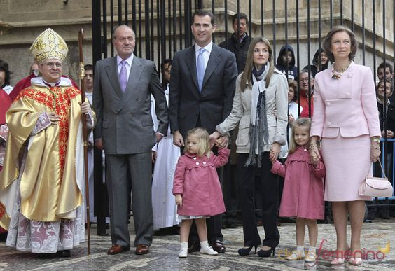 Los Reyes De España Y Los Príncipes De Asturias Juntos En La Semana