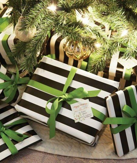 Aburrida de envolver tus regalos siempre igual? Prueba el black and white y un lazo de color: