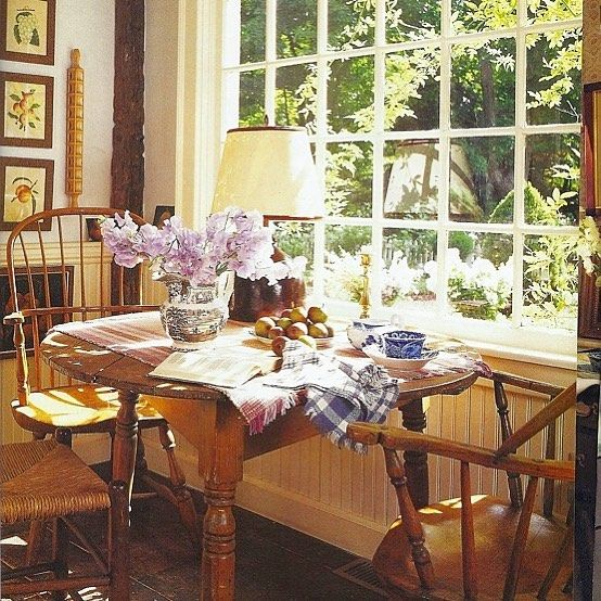 This Photo Had Me At Hello As Soon As I Saw The Light Streaming In On The Sweet Peas I Have Tried Year After Year To Gr Decor Country Cottage Decor