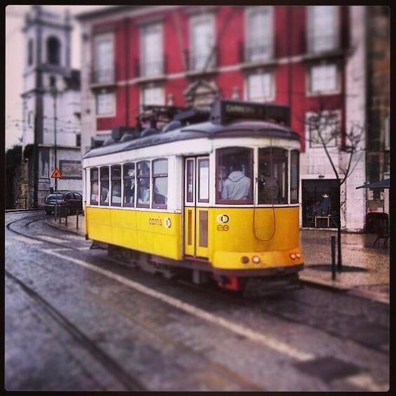 #CastleSãoJorge Tranvía de #Lisboa by aimarfer16http://ift.tt/1hONrPo Location... http://ift.tt/1duAxX7 pic.twitter.com/IcHNM1tM68