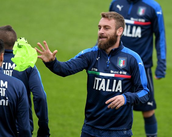 Daniele De Rossi of Italy in action during the training session at the club's training ground at Coverciano on November 8, 2016 in Florence, Italy.