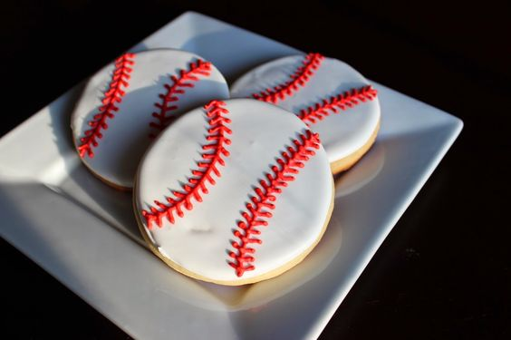 Suzy Social Worker by Day.... Betty Crocker By Night...: Batters up..... Baseball Cookies