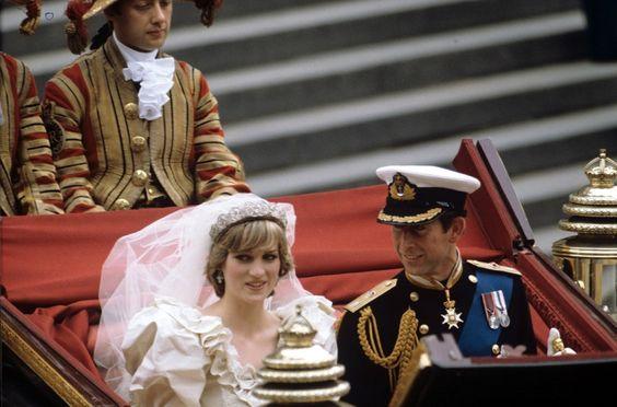 Antes de casarse con el príncipe Carlos, Lady Di sabía que sería un matrimonio complicado y probablemente lo supo el día que lloró en público.