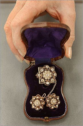 This gold diamond suite jewelry piece belonged to Mary Todd Lincoln, wife of President Lincoln.