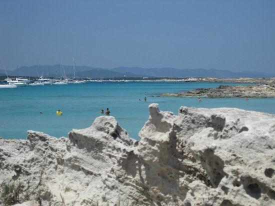 Playa De Ses Illetes - http://traveliop.com/playa-de-ses-illetes/
