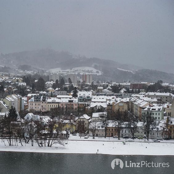 #winter in #linz  . . . . #schnee #snow #igerslinz #igersaustria #visitaustria #linzer #alturfahr #urfahr #view #skyline #potd #upperaustria #oberösterreich #travelblogger #blogger #landscape #citylife #pöstlingberg #cold #instaweather #wetter