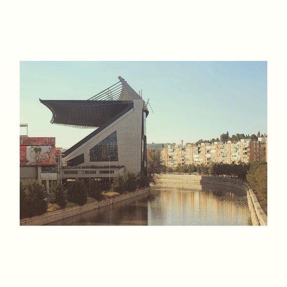 Madrid al manzanares (VII) #Madrid #spain #madridrio #citylife #cityview #building #edificios #igs #igers #igdaily #igworld #igersspain #igersmadrid #fullframe #canon6D #tamron70300 #vicentecalderon #manzanares