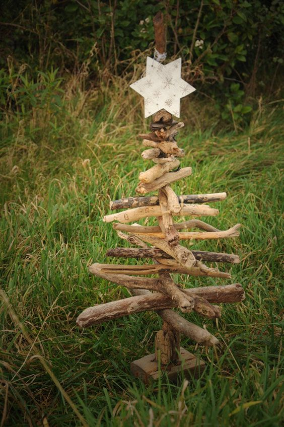 Rustic christmas trees rustic christmas and hanging for Hanging driftwood christmas tree
