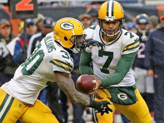 Green Bay Packers Look To Get A Win Over The Struggling Tampa Bay Buccaneers With Images Green Bay Packers