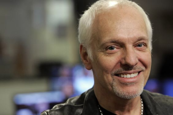 Peter Frampton, still handsome after all these years!