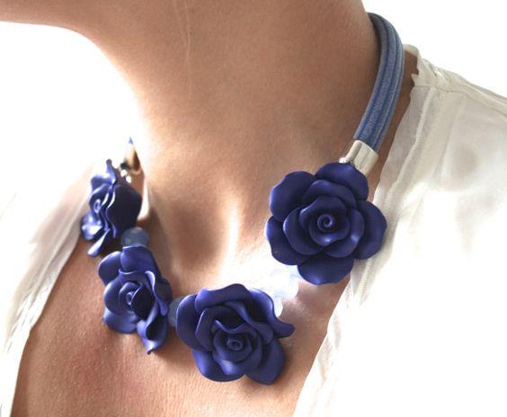 collares de flores hechas  a mano