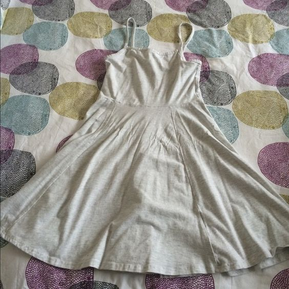 White skater dress Sleeveless H&M white skater dress H&M Dresses Midi