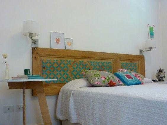 Respaldo de cama hecho con una puerta deco paredes - Respaldos para camas ...