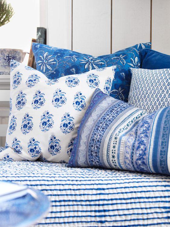Inred sommarhuset med blå detaljer – textilier och möbler - Sköna hem