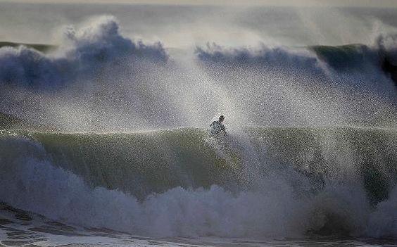 Die höchsten Wellen der Welt: Peniche und Ericeira an der Westküste Portugals sind absolute Surfer-Hotspots - via Focus Online