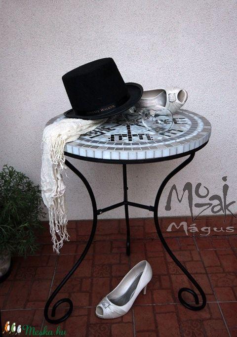 Magikus Viking Iranytu Mozaikos Asztalon Mozaikmagus Meska Hu Side Table Decor Vikings