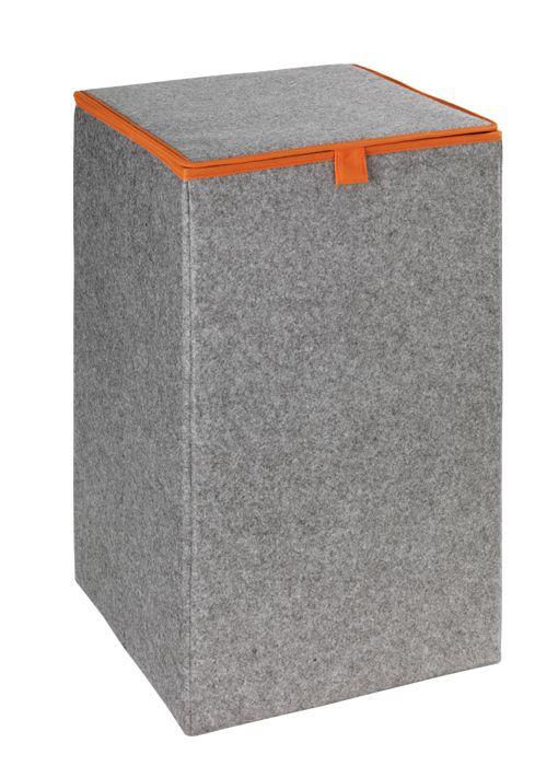 Der große, quadratische Wäschesammler aus hochwertigem Filz in grau mit orangefarbenen Rand ist dezent und wirkt trotzdem modern. Ein praktischer Klappdeckel sorgt für Sichtschutz, das Innenfutter ist aus orangefarbenen PP-Faserstoff. Alternativ als Aufbewahrungsbox in vielen anderen Bereichen einsetzbar.