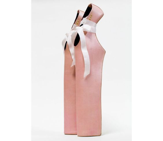 Noritaka Tatehana Zapatos Señora Pointe (imaginado para Lady Gaga), 2012 Cortesía de Noritaka Tatehana http://alejandrinastyle.blogspot.com/2013/04/shoe-obsession-el-libro-de-la.html