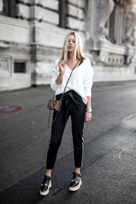 Les plateformes Elyse by Stella McCartney 2019 White knit chino pants and elyse stella mccartney shoes The post Les plateformes Elyse by Stella McCartney 2019 appeared first on Outfit Diy.