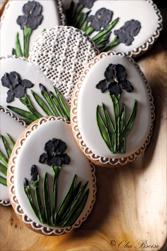 Cookies Inspired By Jordan S National Flower The Black Iris Gingerbread Cookieart Floral Bo Flower Cookies Gingerbread Cookies Decorated Fancy Cookies