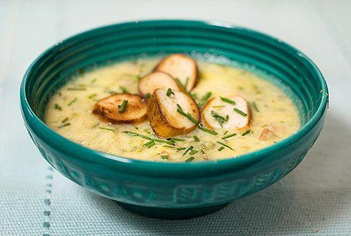 Rezept: Käse-Zucchini Suppe mit gerösteten Brezelscheibchen