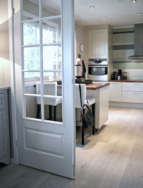 Fogli bianchi in cucina