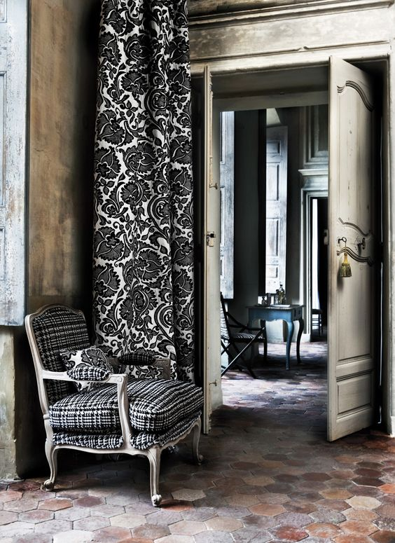 Detailed black and white curtains from the @Lizz Orr Aberdeen Collection | Photography by Marc van Praag lizzo.net