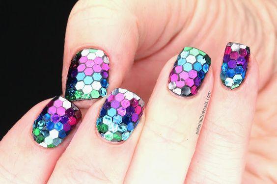 Uñas de escamas/Polish All the Nails: True Rainbow Fish Nails