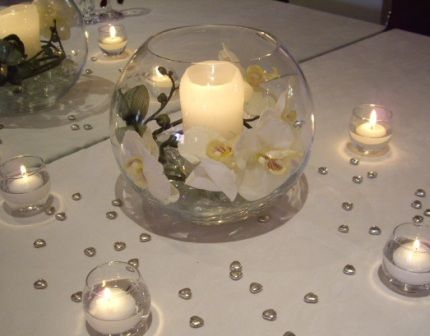 Fish Bowl Wedding Centerpieces With Daisies