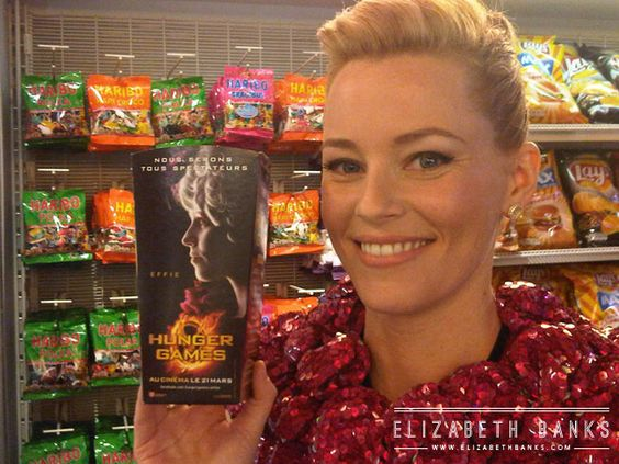 casually snapping a photo with this special Effie-edition popcorn box at the Paris Hunger Games premiere