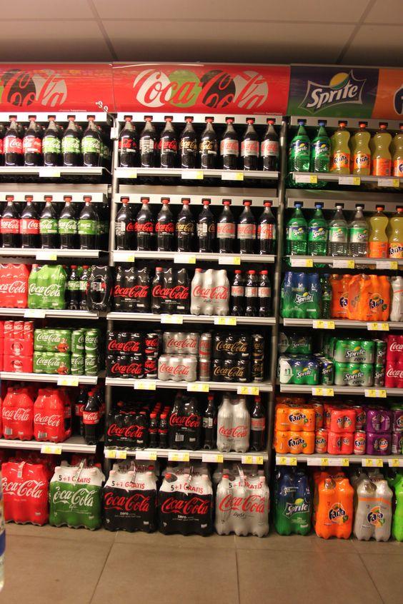 Concept 'verpakkingen' Foto: verschillende verpakkingen en formaten voor 1 product (Coca Cola Light)
