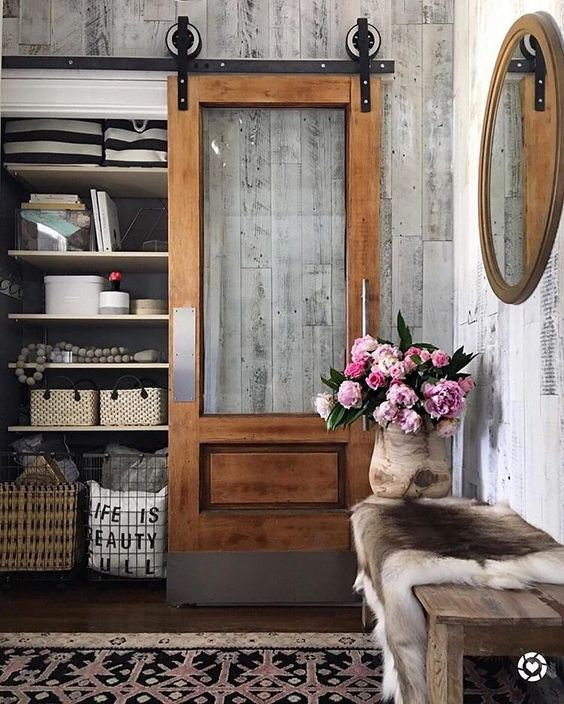 Thanks for the warm #weekend welcome, @kindredvintage! This sliding #farmhouse door is giving us major 😍 #linkinprofile to shop #entryway essentials. #jossfind #frontdoorfriday #tgif #weekendvibes